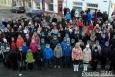 """Koos tarmukate tööleruttajatega võtsid täna hommikul Kuressaare kesklinna sammud ette ka koorilauljad, et ERR otseülekandes koos ülejäänud Eestiga priiuse põlistumist tähistada. Maavalitsuse ette kogunenud koorid esitasid Albert Uustulndi """"Saaremaa lipulaulu"""". […]"""