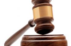 Läinud aasta suvel Kuressaares teisele mehele rusikahoobi näkku andnud mees jättis kahel korral kohtuistungile ilmumata, mistõttu kohus loobus lühimenetlusest. Tanel Viimsalu süüdistusasjas tegi Pärnu maakohus määruse, millega võttis vastu prokuröri […]